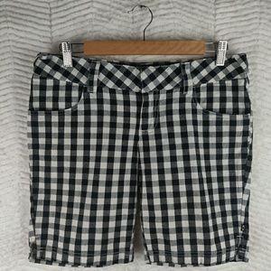 Oakley Black/White Plaid Shorts Size 7/8